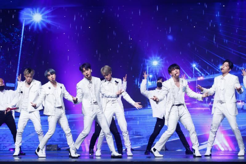 【KCON】DAY6ライブレポート!JO1が世界初の新曲披露、iKONのM&Gなど盛り沢山!【画像多数あり】