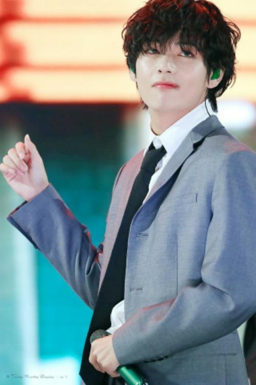 FNS歌謡祭2019」で話題沸騰!【BTS】黒髪パーマのイケメンを徹底